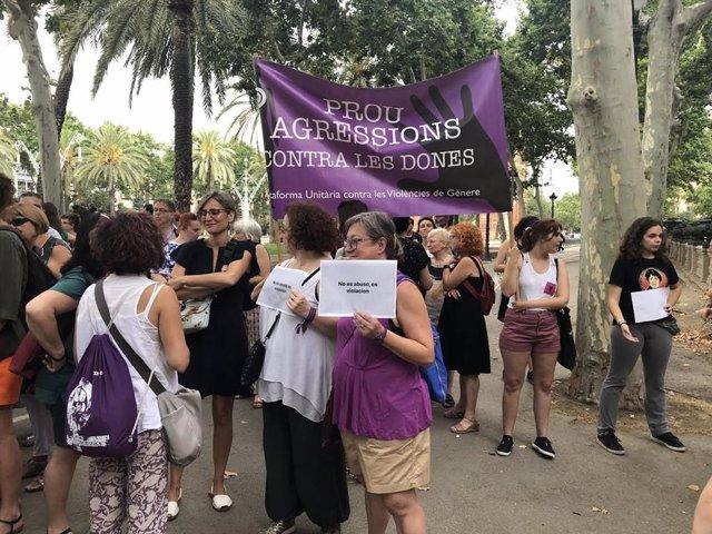 Concentració a les portes de l'Audiència pel judici a la 'rajada de Manresa'