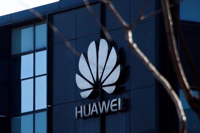 Logo en la oficina de Huawei en Pekín