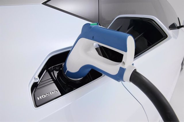 Como si de un depósito de gasolina más se tratase; esa es la apariencia que tiene la recarga de hidrógeno de Honda.