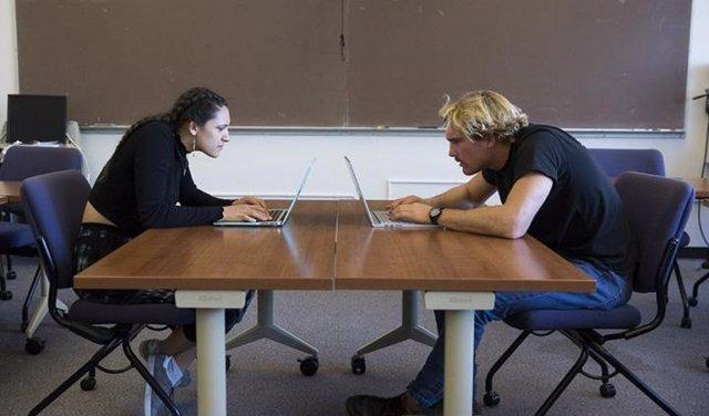 Pantalla, ordenador, mala postura