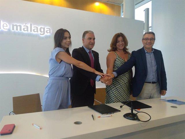Firma del acuerdo entre PP y Cs en la Diputación de Málaga