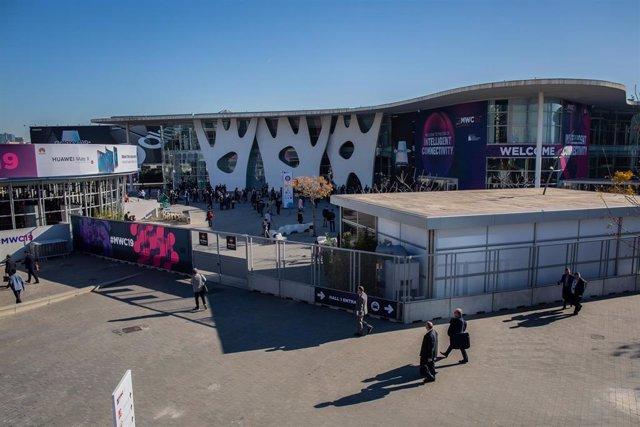 Exteriores del recinto Fira Gran Vía donde se realiza el congreso del Mobile World Capital Barcelona.