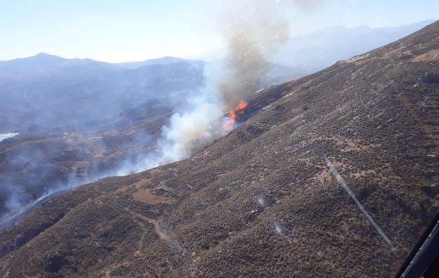 Incendio en la pedanía de Hirmes en Berja (Almería)