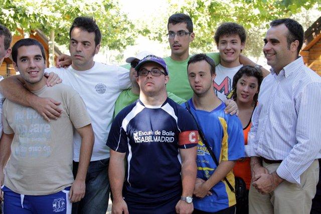 Jóvenes con discapacidad intelectual en la Ciudad Deportiva de la Diputación en Armilla (Granada)