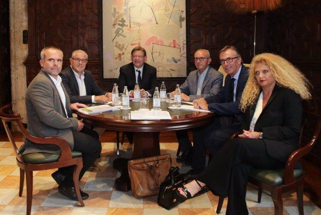 Ximo Puig se reúne con asociaciones agrícolas.