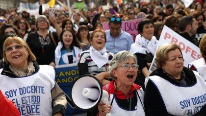 Cientos de personas protestan en Chile contra el cierre del Instituto Nacional, bastión de la educación pública