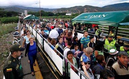 Colombia planea ofrecer permisos de trabajo temporal para los venezolanos indocumentados