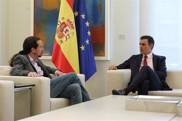 Pablo Iglesias eta Pedro Sánchez, Moncoloan bilduta.