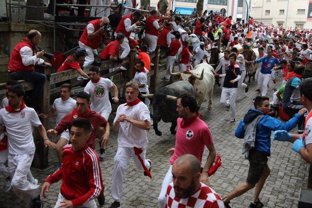 Tercer encierro de las fiestas de San Fermín con toros de la ganadería José Escolar en Pamplona.
