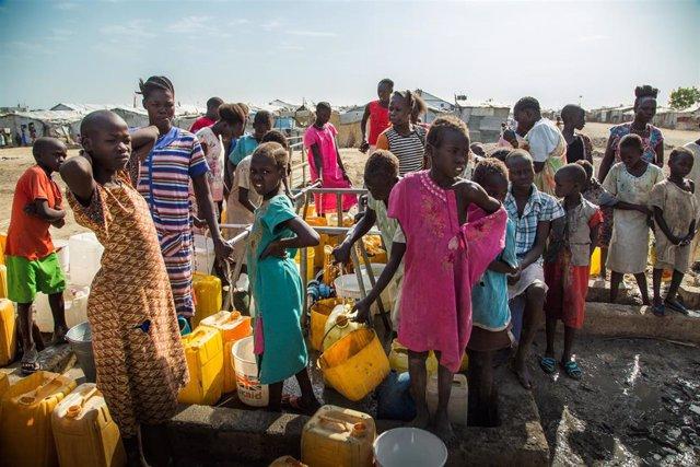 Desplazados por el conflicto en Sudán del Sur en el punto de protección de civiles de Malakal