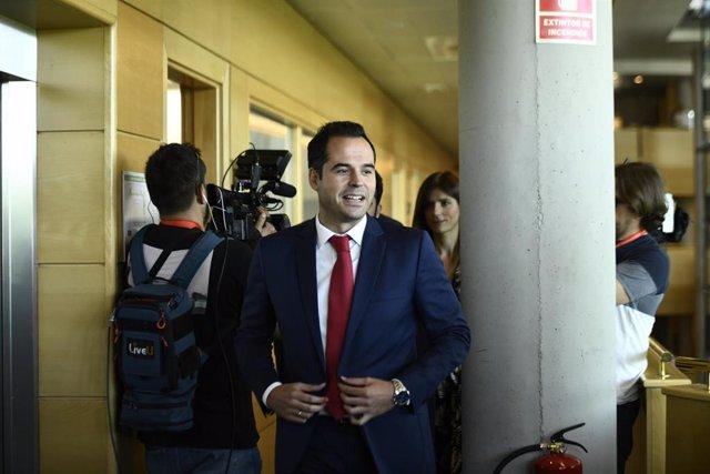 El candidato de Ciudadanos a la presidencia de la Comunidad de Madrid, Igancio Aguado, en la Asamblea este lunes.