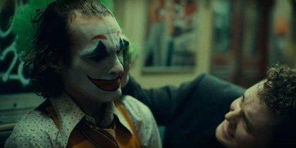 """Todd Phillips avisa que el Joker de Joaquin Phoenix no se basa en los cómics y esto """"enfadará a los fans"""""""