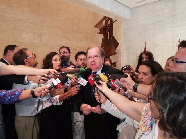 El presidente de la Junta, Juan Vicente Herrera, en su última intervención ante los medios antes de la investidura de Alfonso Fernández Mañueco