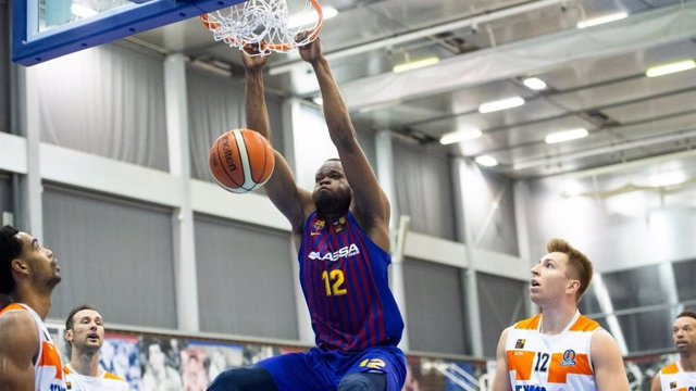 El jugador del Barça de baloncesto Atoumane Diagne en un partido con el Barça B