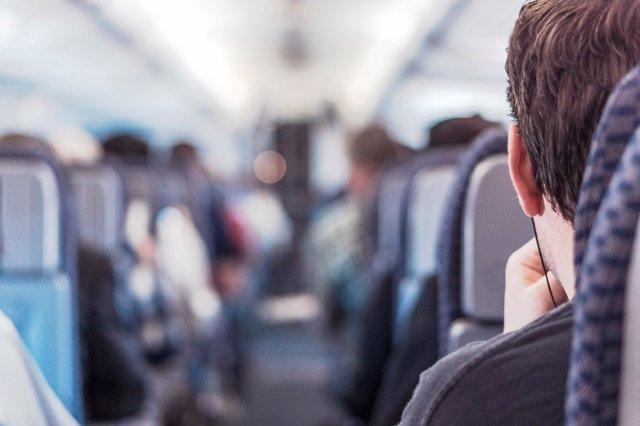Viaje en avión. Turista