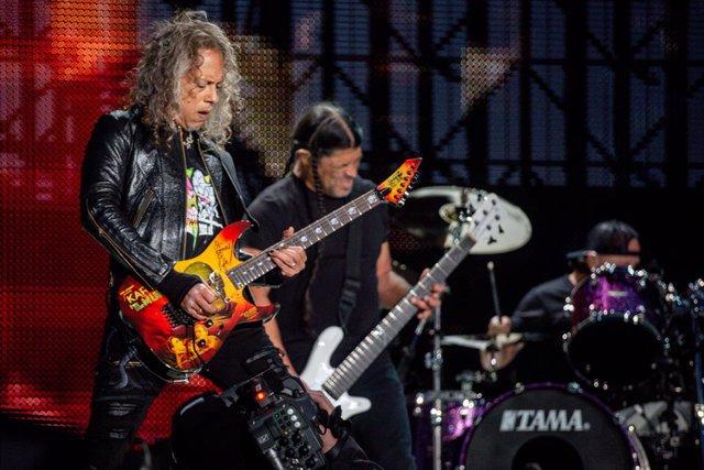 Kirk Hammet y Robert Trujillo, de la banda estadounidense Metallica, en un concierto en Madrid el 3 de mayo en Valdebebas- IFEMA (Madrid).