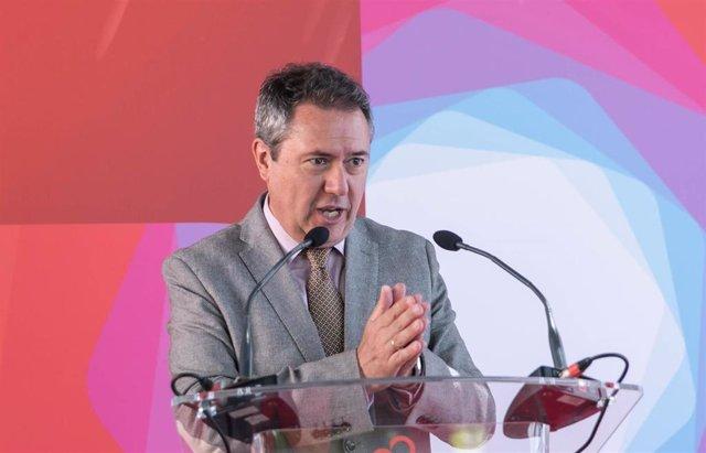 El alcalde de Sevilla, Juan Espadas, durante su intervención en la inauguración de una sede de Fujitsu