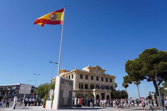 Bandera de España en el puerto de Málaga