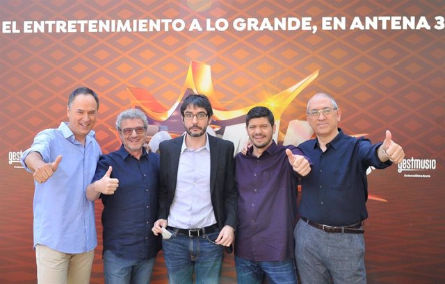 Imagen de Juanra Bonet junto a Erudino, Valentín, Manu y Alberto, los ganadores del histórico bote de '¡Boom!'