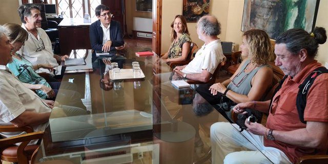 El conseller Negueruela ha rebut als representants de la plataforma de veïns de Son Espanyolet.