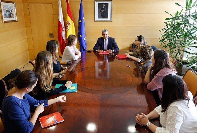 Zuloaga se estrena como vicepresidente de Cantabria reuniéndose con colectivos de mujeres
