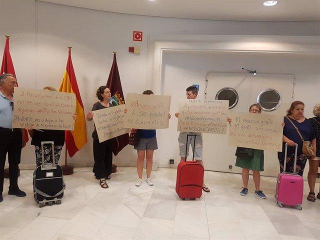 Protesta de los afectados de Argumosa en el edificio de Grupos del Ayuntamiento de Madrid.