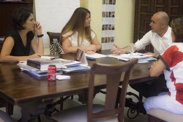 Reunión entre Adelante Sevilla y el equipo de gobierno del Ayuntamiento de Sevilla