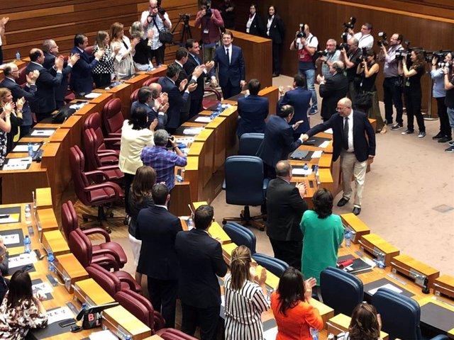 Alfonso Fernández Mañueco, presidente de CyL con los votos de PP y Cs y la abstención de Por Ávila y Vox