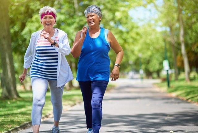 Mujeres andando