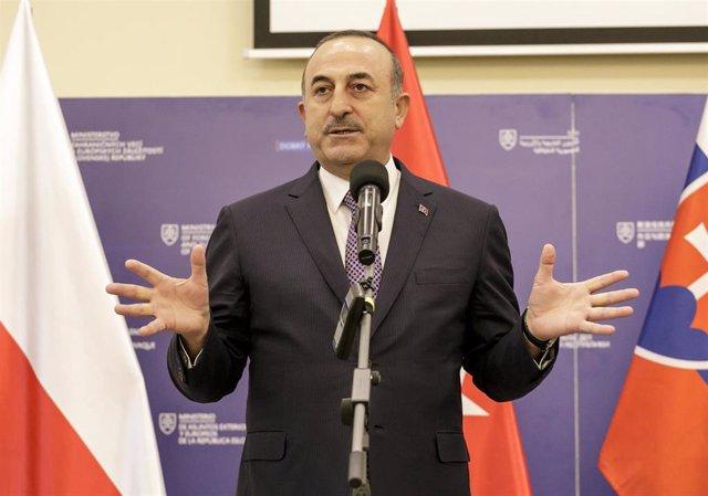 El ministro de Exteriores de Turquía, Mevlut Cavusoglu, en una comparecencia tras una reunión del grupo de Visegrado