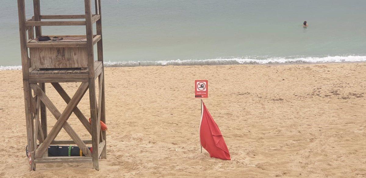 La playa de Can Pere Antoni se abre al baño con bandera verde y la de Ciudad Jardín con bandera amarilla