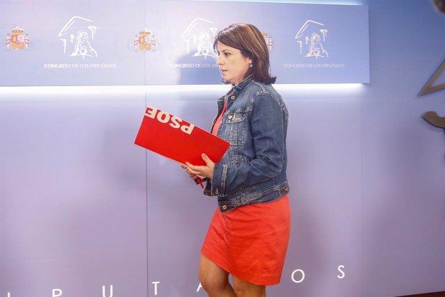Roda de premsa de la sotssecretària general del PSOE i portaveu al Congrés dels Diputats, Adriana Llastra, després de la reunió del president del Govern en funcions, Pedro Sánchez, i el líder de Podem, Pablo Iglesias, en la Cambra baixa