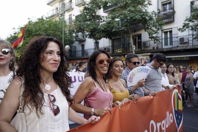 La consejera de Igualdad, Rocío Ruiz, en la Marcha del Orgullo Lgtbi celebrada en Sevilla.