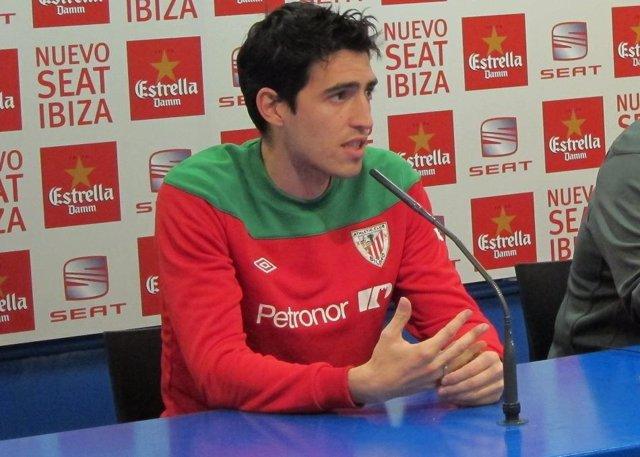El Jugador Del Athletic Club Andoni Iraola En Rueda De Prensa