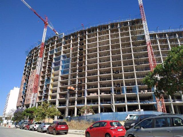 Un edificio de viviendas en obras en Málaga capital