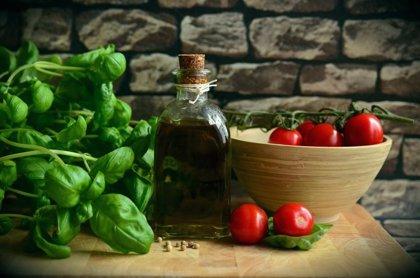 El consumo regular de aceite de oliva virgen aumenta la esperanza de vida comparado con el de girasol