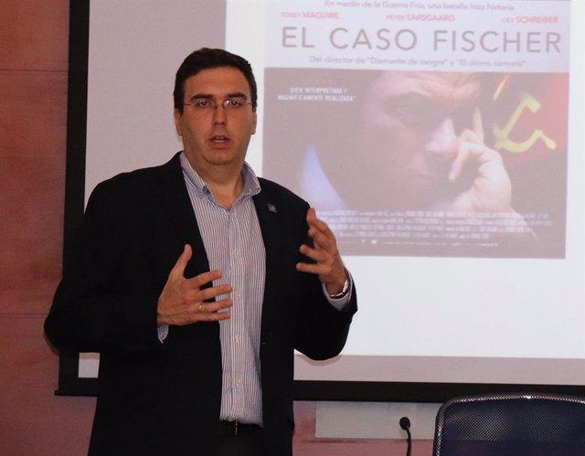 El experto en ajedrez Eugenio M. Fedriani en los cursos de verano de la Universidad Pablo de Olavide (UPO)