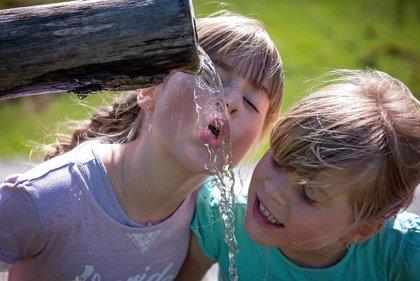 Combinar ejercicio e hidratarse bien para cuidar el corazón en verano