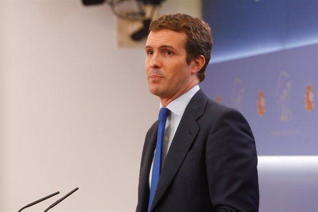 El presidente del PP Pablo Casado ofrece una rueda de prensa tras reunirse en el Congreso con el presidente del Gobierno Pedro Sánchez de cara a la investidura.