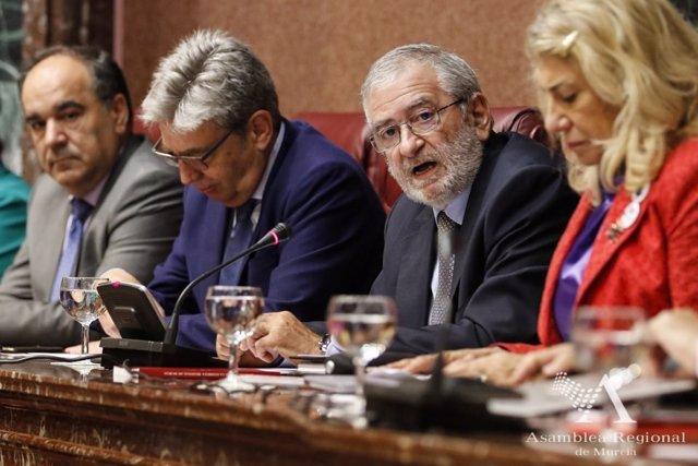 Imagen de la Mesa de la Asamblea, con su presidente Alberto Castillo segundo por la derecha
