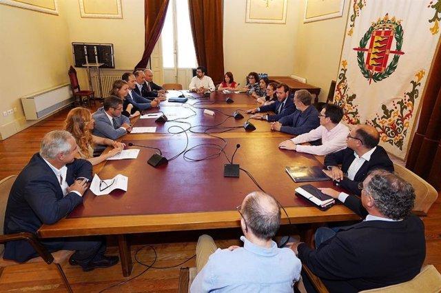 Reunión entre el equipo de Gobierno del Ayuntamiento de Valladolid y el Comité Ejecutivo de la CVE.