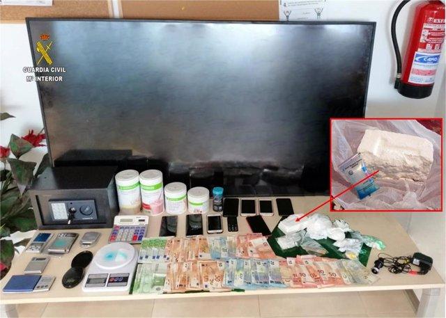 Objetos recabados por la Guardia Civil en la detención