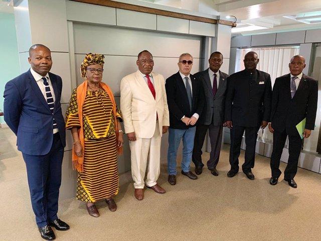El presidente del COE, Alejandro Blanco, firma un acuerdo con Guinea para impulsar el deporte