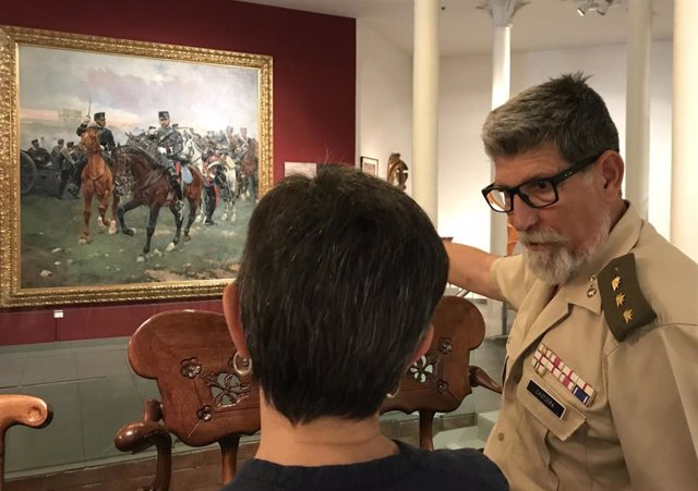 Visita de la delegada Teresa Cunillera a la exposición 'Cusachs. La milicia y el arte'