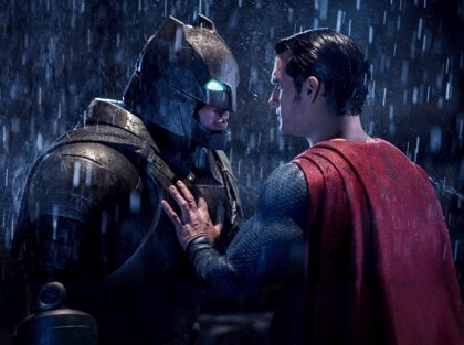 """Henry Cavill dice que Superman se estaba """"conteniendo"""" en su pelea contra Batman en El Amanecer de la Justicia"""