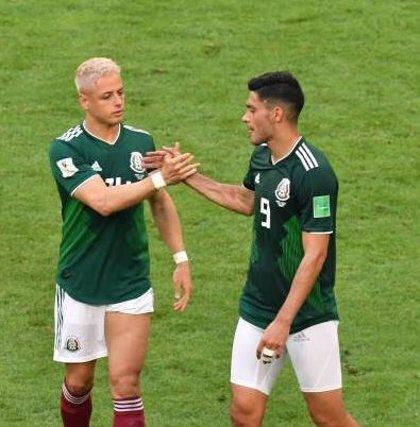 La pareja de un futbolista mexicano critica a un periodista por compararlo con 'Chicharito'
