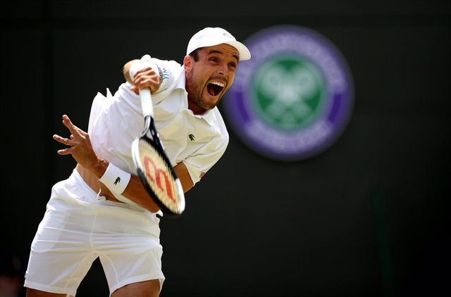 10 July 2019, England, London: Spanish tennis player Roberto Bautista Agut in action against Argentina's Guido Pella during their men's singles quarter-final match on day nine of the 2019 Wimbledon Grand Slam tennis tournament at the All England Lawn Tenn