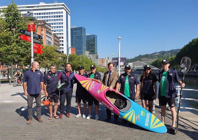 Euskal Selekzioa de kayak surf llevará 15 deportistas al Campeonato del Mundo de la próximas semana en la costa de Perú.