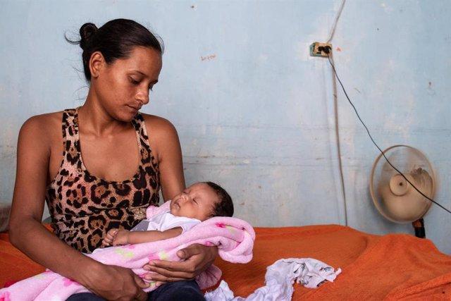 Ana, una migrante venezolana de 26 años que cruzó a Colombia para dar a luz