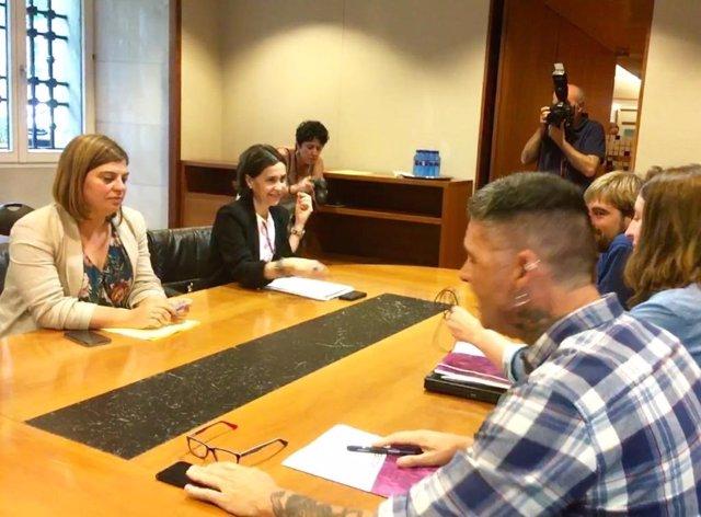 Reunión entre las diputadas del PSOE Dolores Carcedo y Gimena Llamedo y los parlamentarios de Podemos Daniel Ripa, Lorena Gil y Rafael Palacios para negociar la investidura de Adrián Barbón.